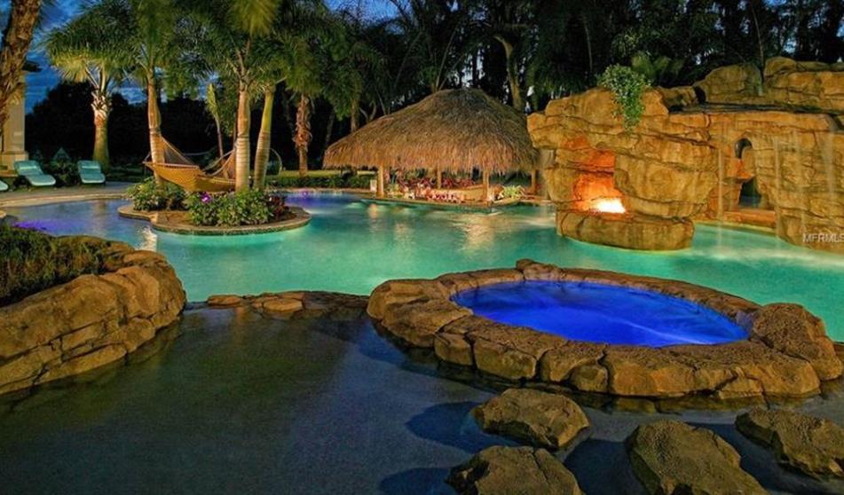 Luxury Swim Up Bar